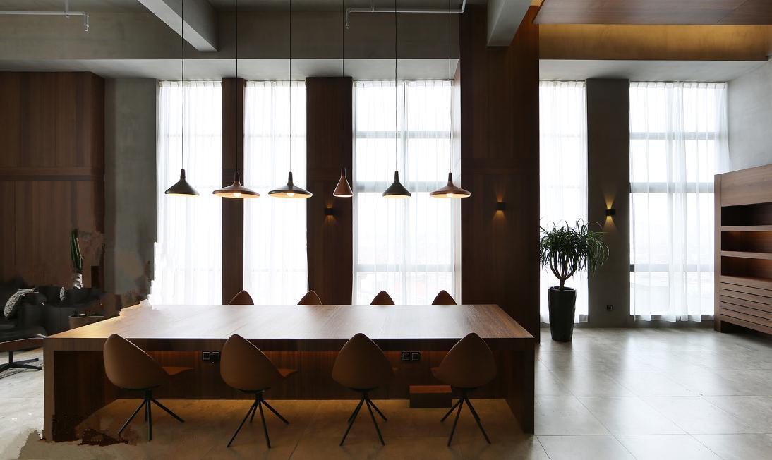 滨湖区办公室装修设计已经不再是枯燥无味只有工作的场所。现代设计越来越重视人性化,满足人们对精神上的追求。特别是在办公室中的私人空间中体现的更为淋漓尽致。 在办公室私人空间设计中,设计所营造的氛围是很重要的。一般包括会议室,会议室是会见客户,约谈价格的场所,其场合具有一定的保密性质。