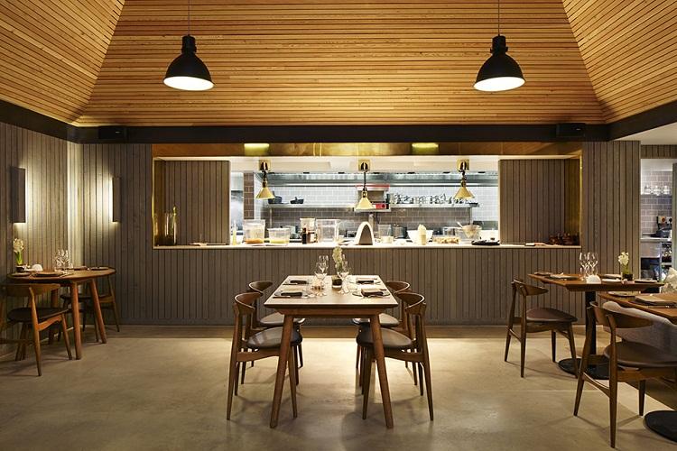 在主题餐饮空间的创意设计中,要考虑满足当代的餐饮文化活动