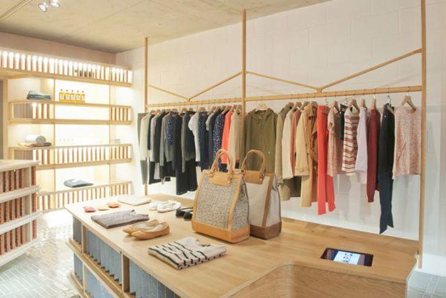那么对于小型女装店设计装修有哪些技巧可供我们参考呢?